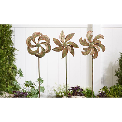 Garden Stake - Iron Flower Design Spinner